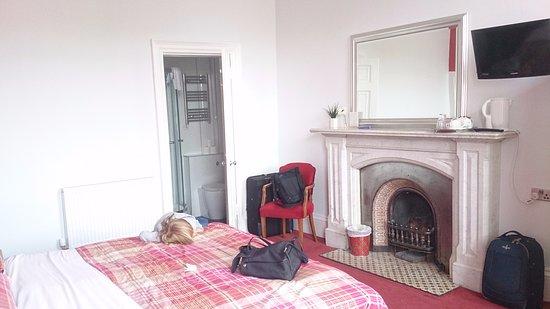 Regent House Hotel: Bonita chimenea.