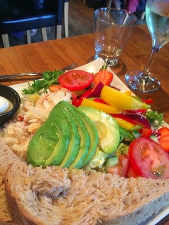 Charlestown, UK: crab & avocado with salad
