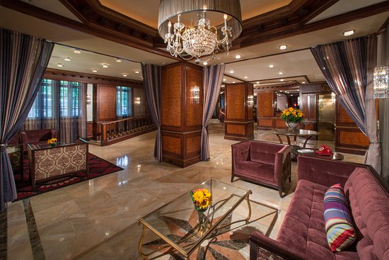 Excelsior Hotel: Lobby