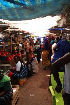 Kariakoo Market: The market for vegetables - a bit smelly...
