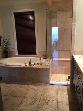 Grand Isle Resort & Spa: beautiful spacious bathroom