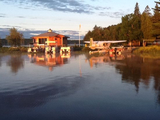 Port Loring, Canada: Float plane and new building not finished
