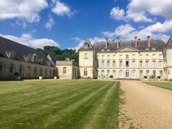 Chateau de Montgeoffroy: Facade chateau