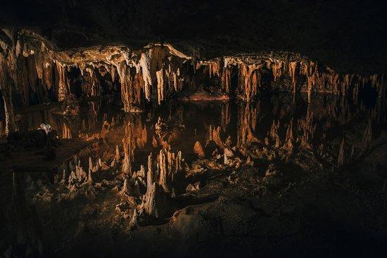 لوراي, فيرجينيا: Luray Caverns reflections from the water