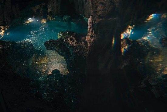 لوراي, فيرجينيا: Luray Caverns: people are allowed to toss in coins into this portion of the tour (wishing well)