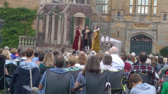 Alcester, UK: Smallish portable stage