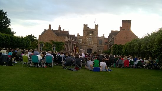 Alcester, UK: The audience