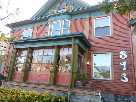 Elmwood Village Inn: Honu House: we have never had trouble finding parking nearby