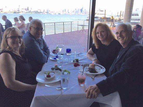 วีฮอว์เคน, นิวเจอร์ซีย์: Celebrating our friends 25th Anniversary.