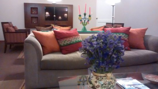 LP Cusco Hotel: Área comum, bela decoração. Uma boa opção para bate papos com amigos.