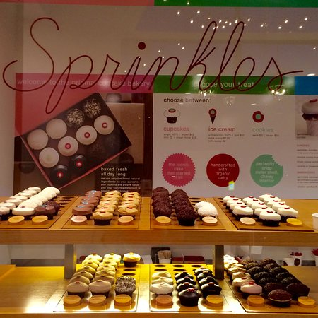 Thousand Oaks, Kalifornien: Display of cupcakes at Sprinkles