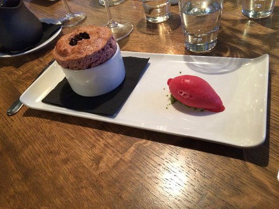 Kentisbury, UK: Raspberry souffle with dark chocolate sauce and raspberry ice-cream