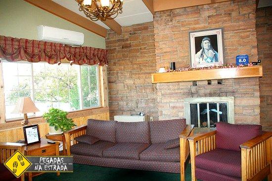 Royal 7 Budget Inn : Lounge