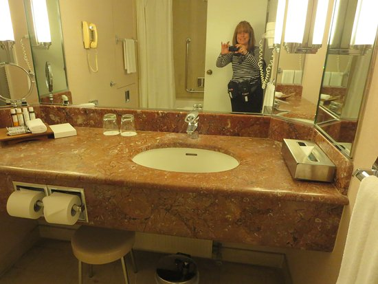 InterContinental Athenaeum: vanity with lots of space for toiletries