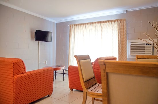 Seabreeze Motel : One Bedroom Suite - Living Room