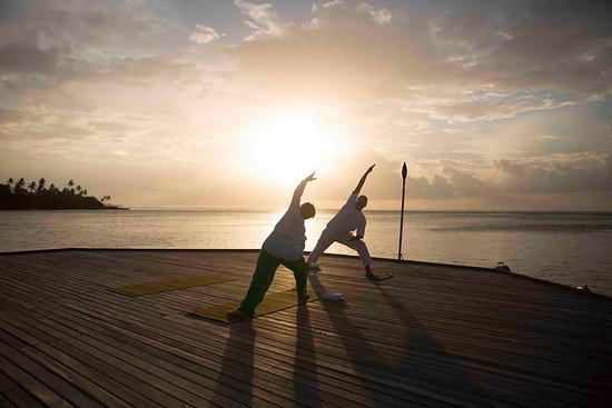 Four Seasons Resort Maldives at Kuda Huraa: Yoga lesson at sunset, unforgetable!