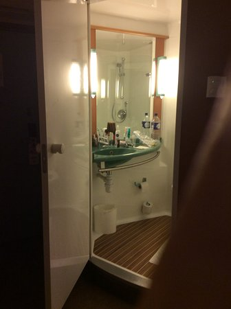 Motor Home like bathroom - Picture of Ibis London City-Sditch ... on boat bathroom designs, motor home exterior designs, modular home bathroom designs,