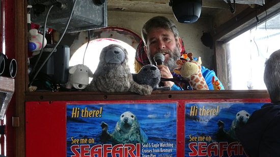 Kenmare, Irland: Captain Ray entertains!