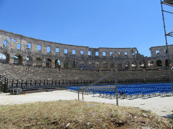 Arenaen i Pula: Хорватия,Пула-Аренатеатр, подготовка к концерту(продолжение)