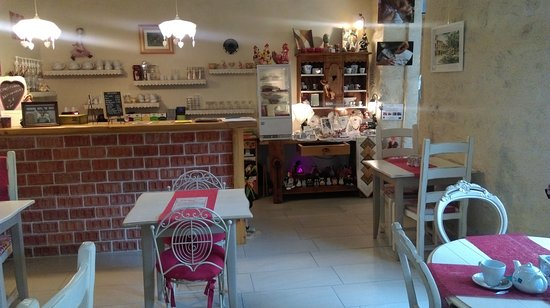 Castera-Verduzan, Frankrijk: La salle du salon de thé de l'Auloue
