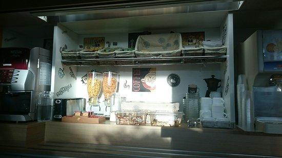 Arnage, Frankreich: Buffet petit déjeuner