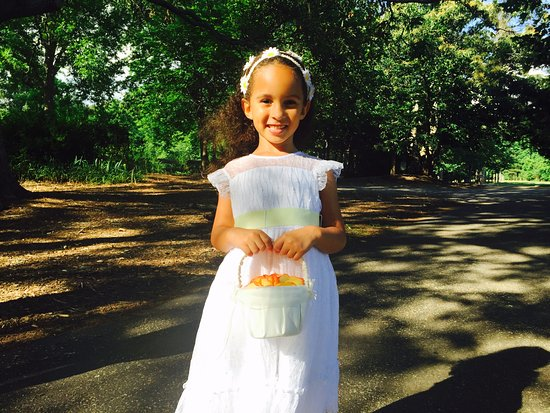 Duluth, GA: The flower girl