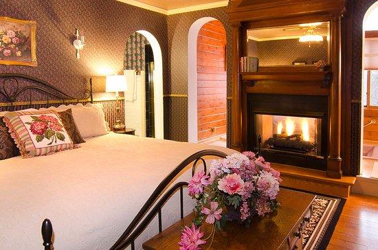 Hudson, WI: Queen Anne's Suite