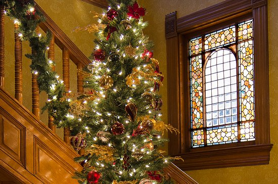 Hudson, WI: Foyer Christmas Tree