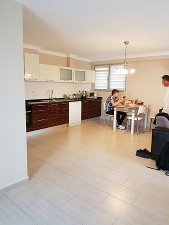 Diana Residence: 2 bed apartment- our last day, so how we left it rather than how we found it!