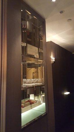โรงแรมพาร์ค ไฮแอท เซี่ยงไฮ้: parte del bar de la habitación