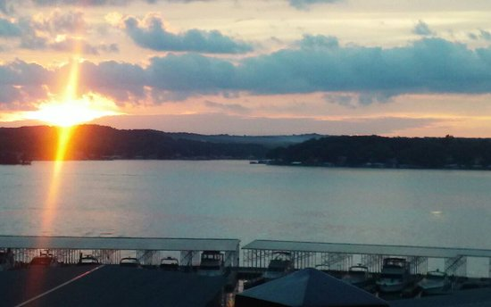 Lake Ozark, MO: Sunset view from our balcony!