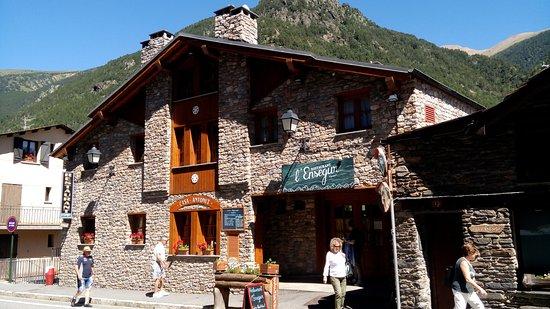 Llorts, Andorra: fachada entrada principal