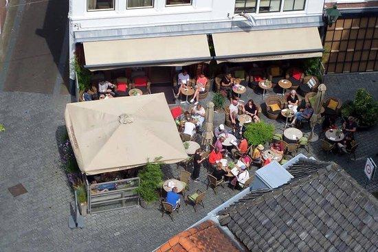 Vlissingen, Países Baixos: Bovenaanzicht van het gezellige terras van deze fijne plek! Foto van Jan de Ridder via de facebo