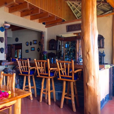 Laguna Lodge Eco-Resort & Nature Reserve: Awesome bar and restaurant setting