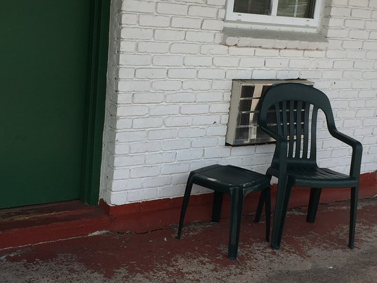 Lake View Inn Lake George: This place is dilapidated to say the least. The manager refused to cancel without $89.00 fee but
