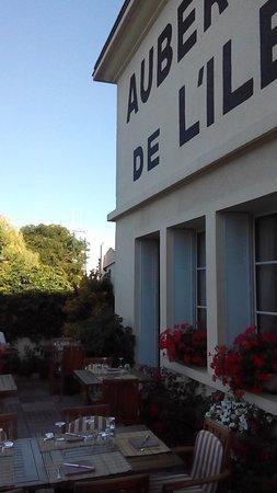L'lle-Bouchard, Francia: Auberge de L'Ile.