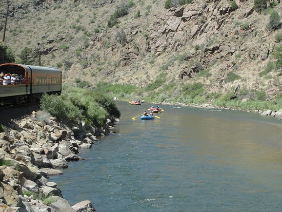Royal Gorge Route Railroad: along the river