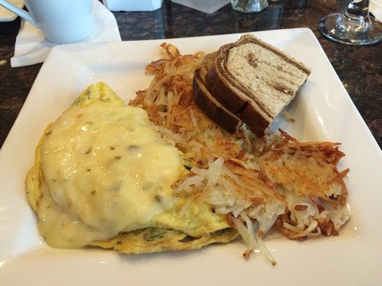Bay City, MI: Veggie omelette with hashbrowns and rye toast