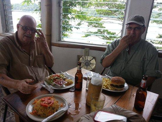 Isla Boca Brava, Panamá: Ok, my friend had a huge Burger, lol