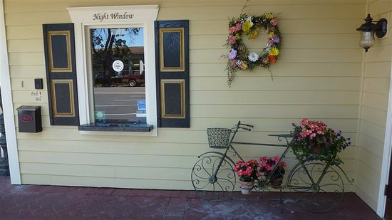 Silverton, OR: Restaurant Entrance from parking lot
