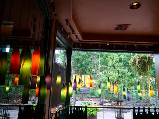 Juicy Lucy's Steakhouse: View out one of the front windows