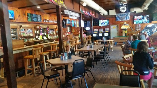 Drummond Island, MI: Rustic bar and Michigan dtaft beers, good food