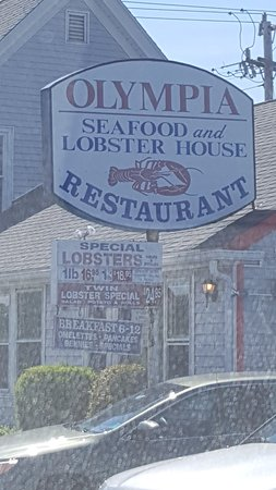Olympia Fish House Restaurant: Can't miss the sign as you enter Yarmouth from Dennisport