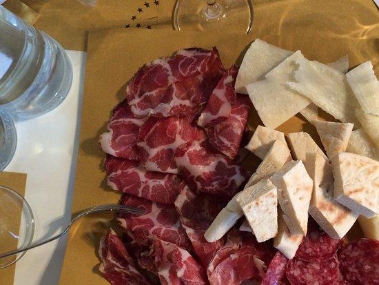 Torgiano, Italien: Gute Antipasti zur Weinprobe