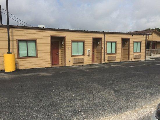 Gonzales, TX: front units