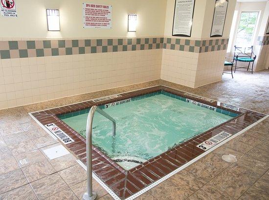 Staybridge Suites Fort Wayne: Whirlpool