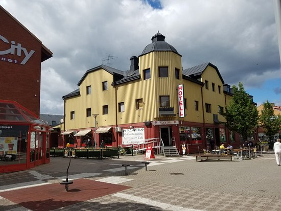 Avesta, Sverige: Outside hotel from mall side.