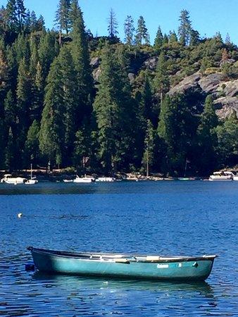 Pinecrest, CA: Boat on lake
