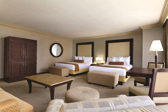 Rio All-Suite Hotel & Casino: Deluxe Suite - 2 Queens