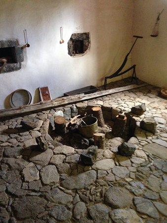 Santiago del Teide, Espagne : Бар-ресторан расположенный на территории отеля занимает место старого канарского дома с винным з
